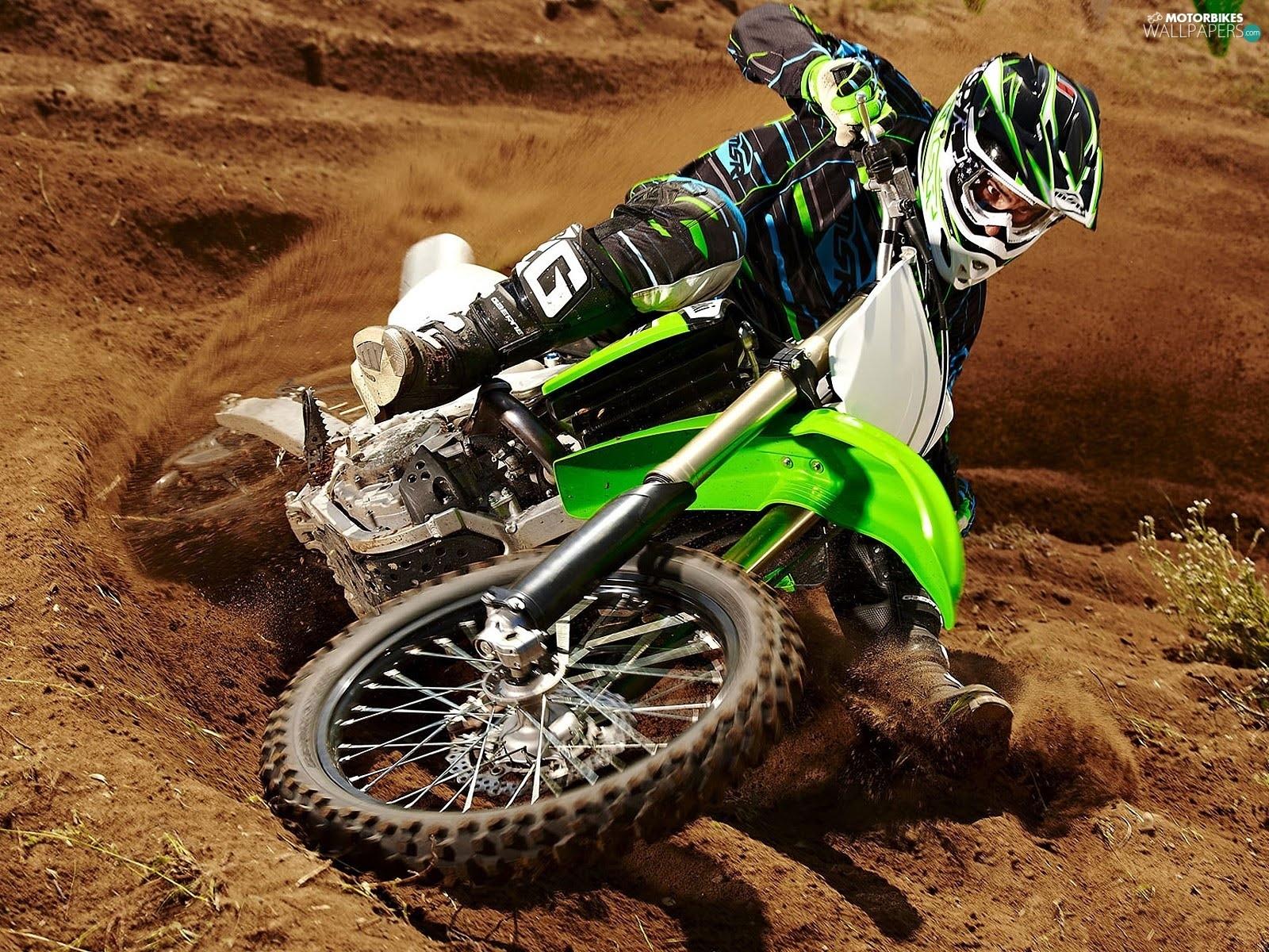 Motorcycle Racing On The Sand Suzuki Hd Desktop Mobile: Motorbikes Wallpapers: 1600x1200